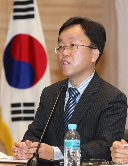 [사진]질의하는 이호무 산업부장관정책자문관
