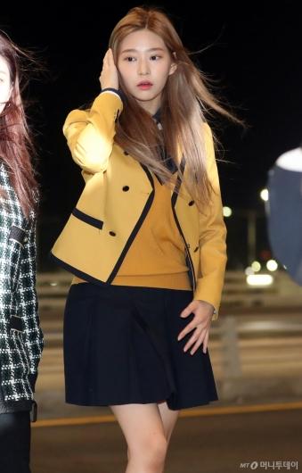 [사진]김민주 '교복이 잘어울리네'