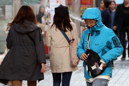 [사진]쌀쌀한 아침 '옷 따뜻하게 입으세요'