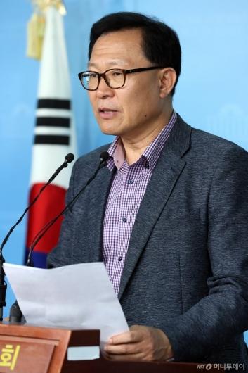 [사진]문병호 바른미래당 최고위원 탈당 기자회견
