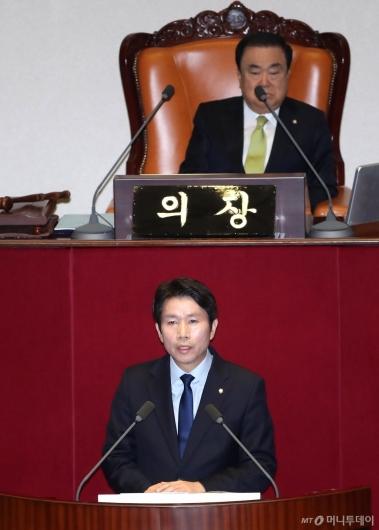 [사진]교섭단체 대표연설하는 이인영 원내대표