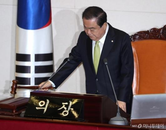 [사진]국회 본회의 주재하는 문희상 의장