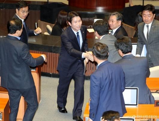 [사진]교섭단체 대표연설 마친 이인영