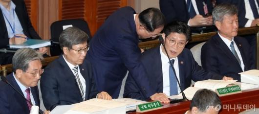 [사진]대화하는 홍남기-노형욱