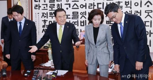 [사진]문희상 의장, 여야3당 원내대표 회동
