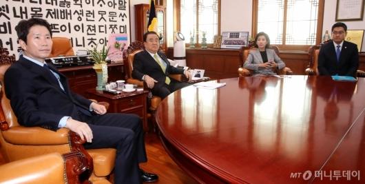 [사진]문희상 의장, 교섭단체 원내대표와 회동