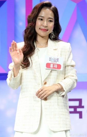 [사진]홍자 '구수한 곰탕같은 매력'