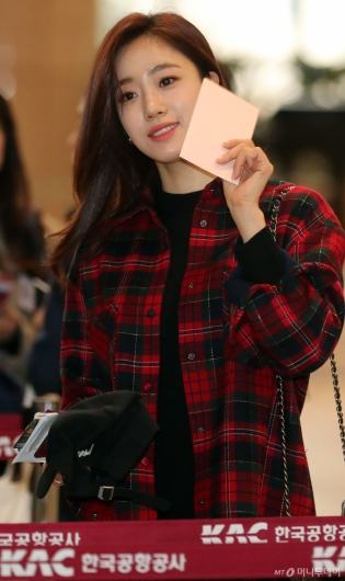 [사진]함은정 '반가운 팬들과 인사'