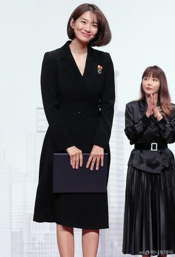 [사진]신민아 '금융의 날 대통령 표창 수상'
