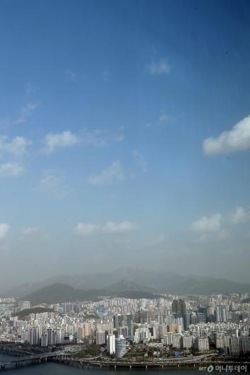 [사진]파란 하늘과 '황사-미세먼지'