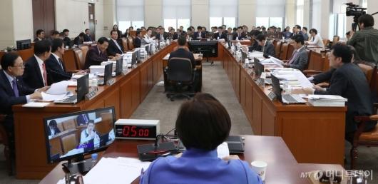 [사진]국회 행안위 전체회의