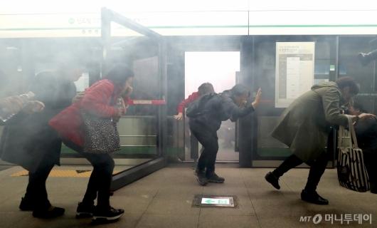 [사진]'지하철 화재 대응 훈련'