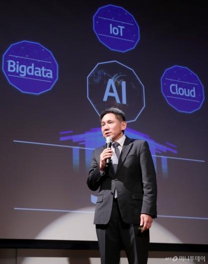 [사진]AI 전략 발표하는 이필재 부사장