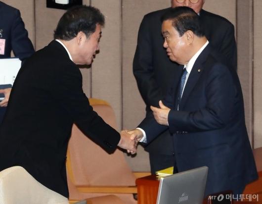 [사진]대화하는 문희상-이낙연