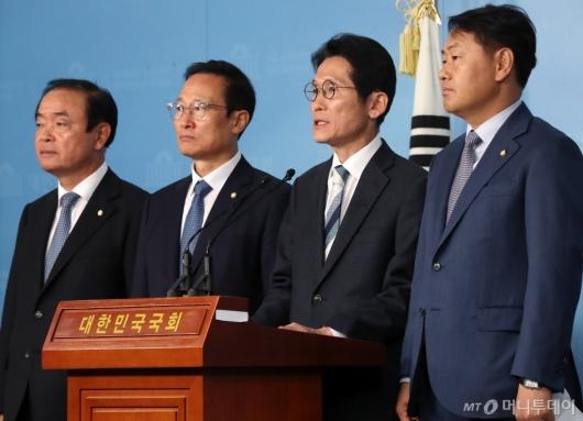 [사진]기자회견하는 4당 전현직 원내대표