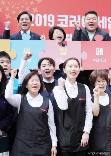 [사진]파이팅 외치는 성윤모 장관-김연화 위원장-강호동