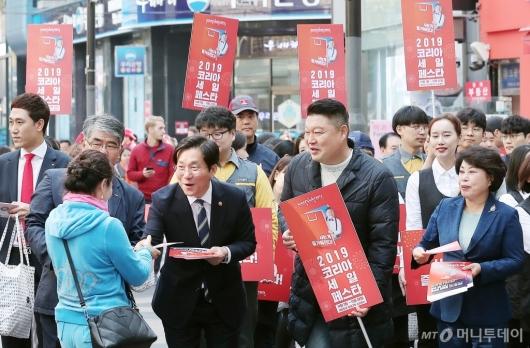 [사진]'코리아세일페스타' 홍보 나선 성윤모 장관