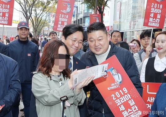 [사진]'코리아세일페스타' 홍보하는 성윤모 장관-강호동