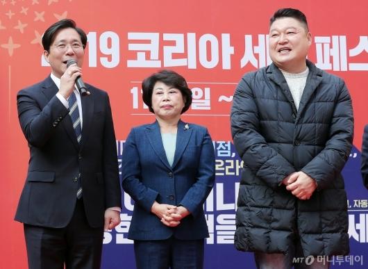 [사진]'코리아세일페스타' 홍보하는 성윤모 장관