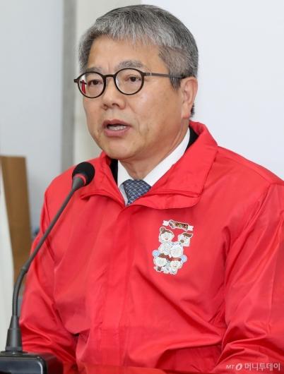 [사진]소감 말하는 김용하 순천향대 교수