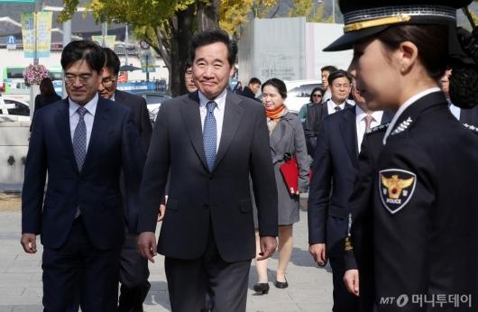 [사진]이낙연 총리 '경찰 수소버스 시승식 참석'