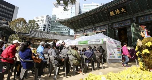 [사진]조계사-종로구, 일자리나눔 채용박람회 개최