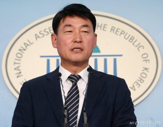 [사진]의원직 상실한 황영철