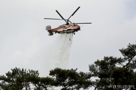 [사진]산불 진압 훈련하는 산림청헬기