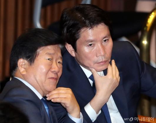 [사진]대화하는 이인영-박병석