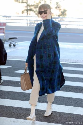 [사진]김선아 '바람아 그만'