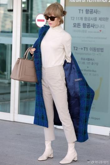 [사진]김선아 '감탄사 나오는 S라인'