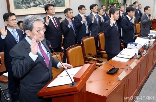 [사진]선서하는 노영민 대통령 비서실장