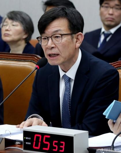 [사진]발언하는 김상조