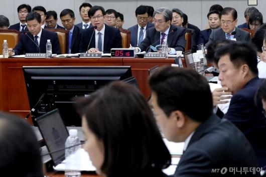 [사진]국감 출석한 김상조 정책실장
