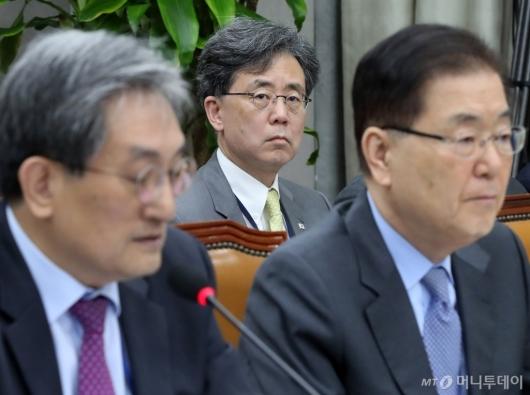 [사진]노영민 발언 경청하는 김현종