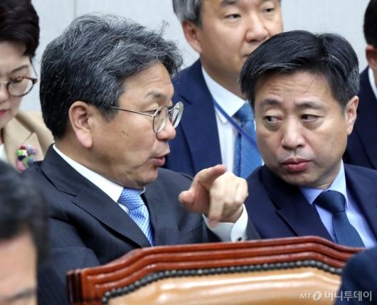 [사진]국감 출석한 강기정