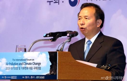 [사진]리간지에 中 생태환경부 장관, 대기오염 포럼 기조연설