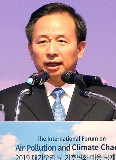 [사진]대기오염 대응 국제포럼 기조연설하는 리간지에 中 장관