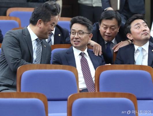[사진]의총 참석한 이철희
