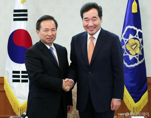 [사진]中 생태환경부 장관 만난 이낙연 총리