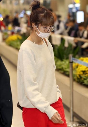 [사진]리사 '안경도 잘어울려!'