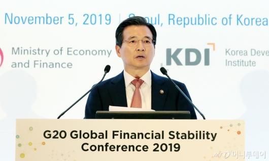 [사진]금융안정 컨퍼런스 참석한 김용범 차관