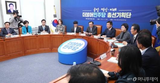 [사진]총선기획단 회의 주재하는 이해찬