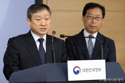 [사진]답변하는 박백범 차관