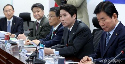 [사진]이인영, 국가경제자문회의 전체회의 참석