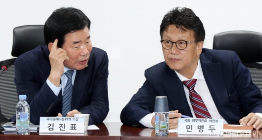 [사진]의견 나누는 김진표-민병두
