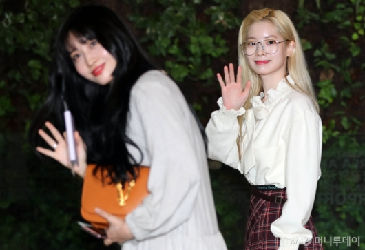 [사진]모모-다현 '인사는 예쁘게'