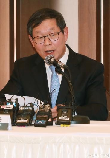 [사진]경제관련법 조속입법 촉구하는 김용근 경총 부회장