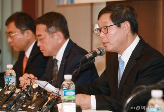 [사진]주요경제관련법 조속 입법 촉구하는 김용근 경총 부회장