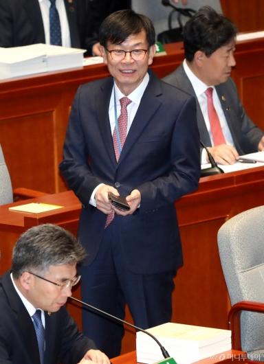 [사진]국회 예결위 출석한 김상조